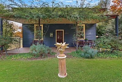 Blue Wren Cottage Outside